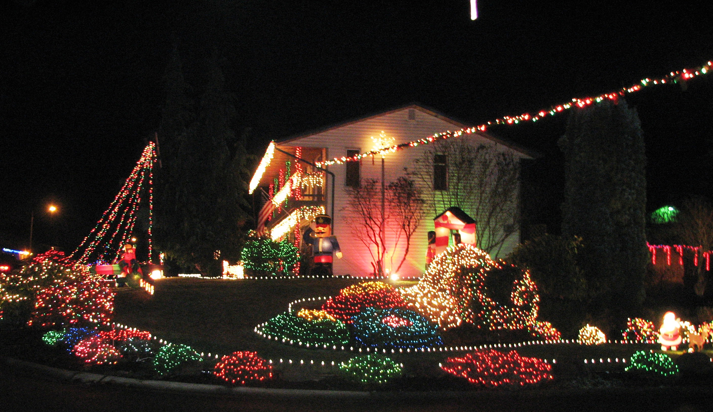 Everett's Fir Grove Neighborhood Lights Up for Charity ...