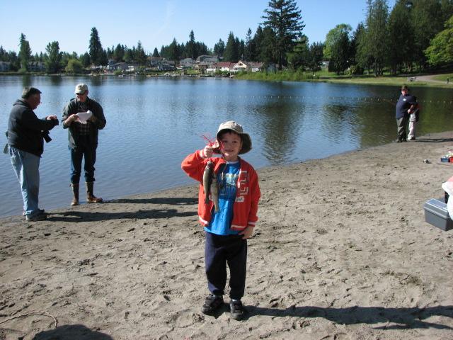 Kids fish in a big hit at everett s silver lake for Silver lake washington fishing