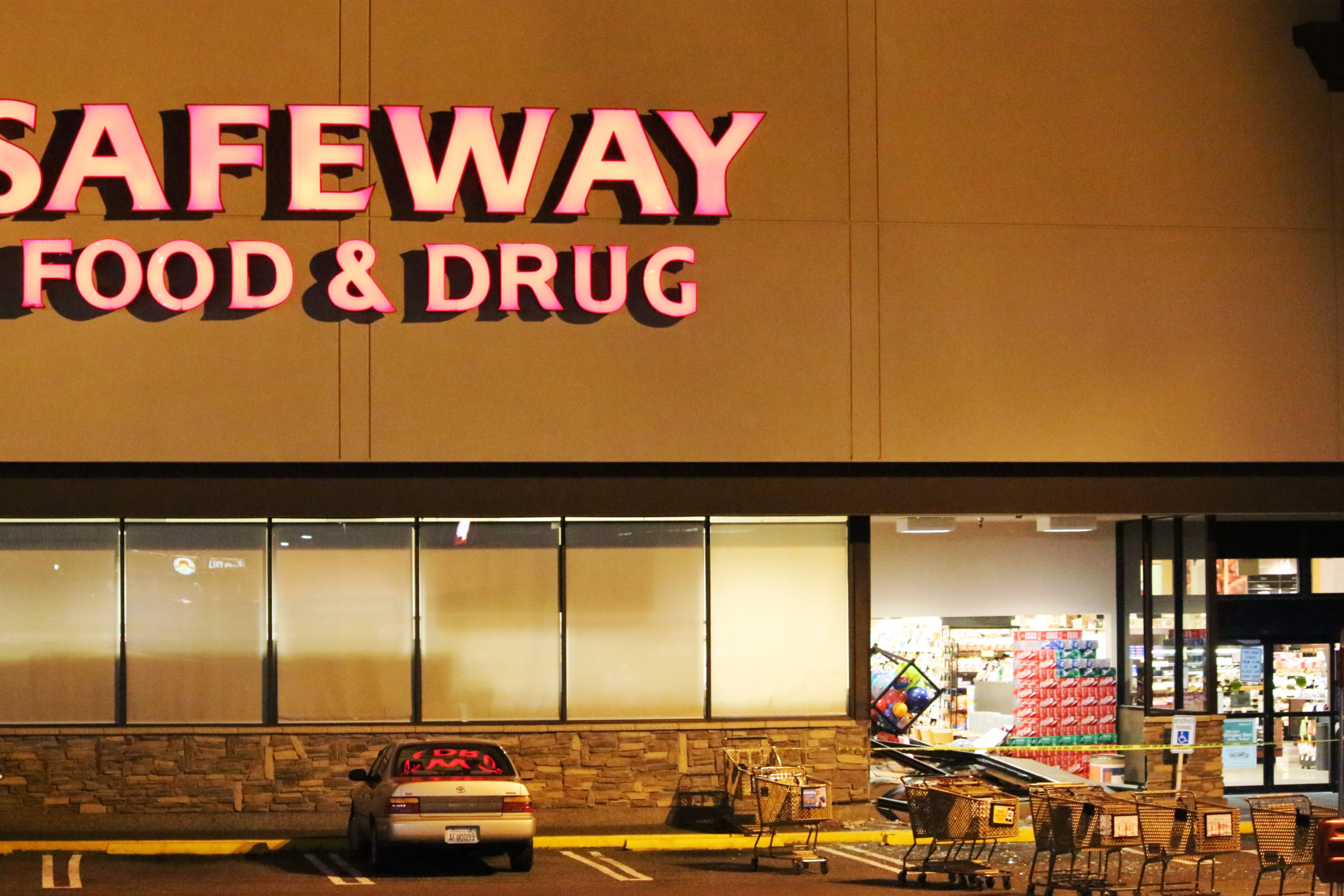Haggen buys safeway store at 75th and evergreen way in for Evergreen shop