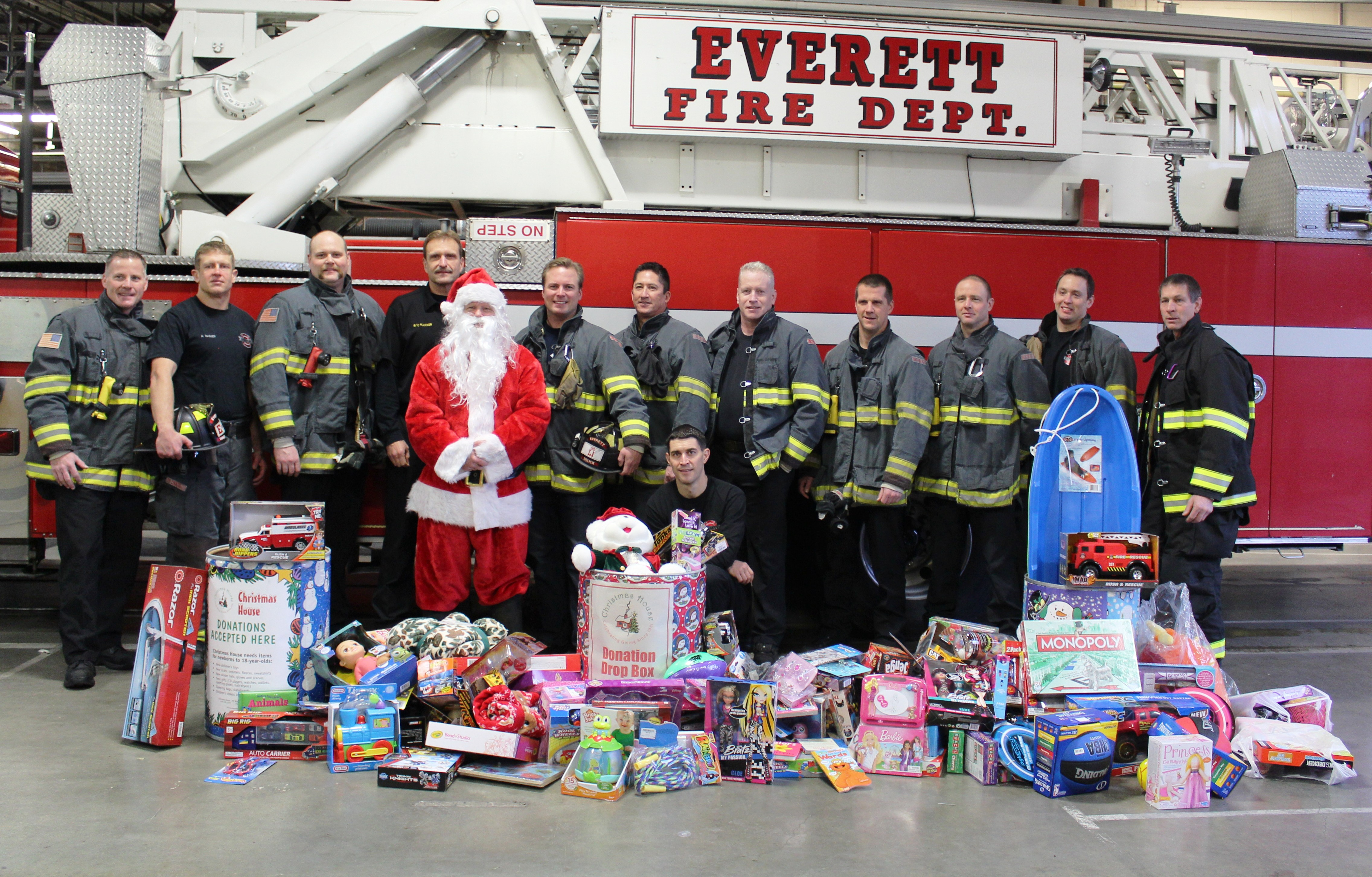 Everett Firefighters Collecting For Christmas House Until December ...