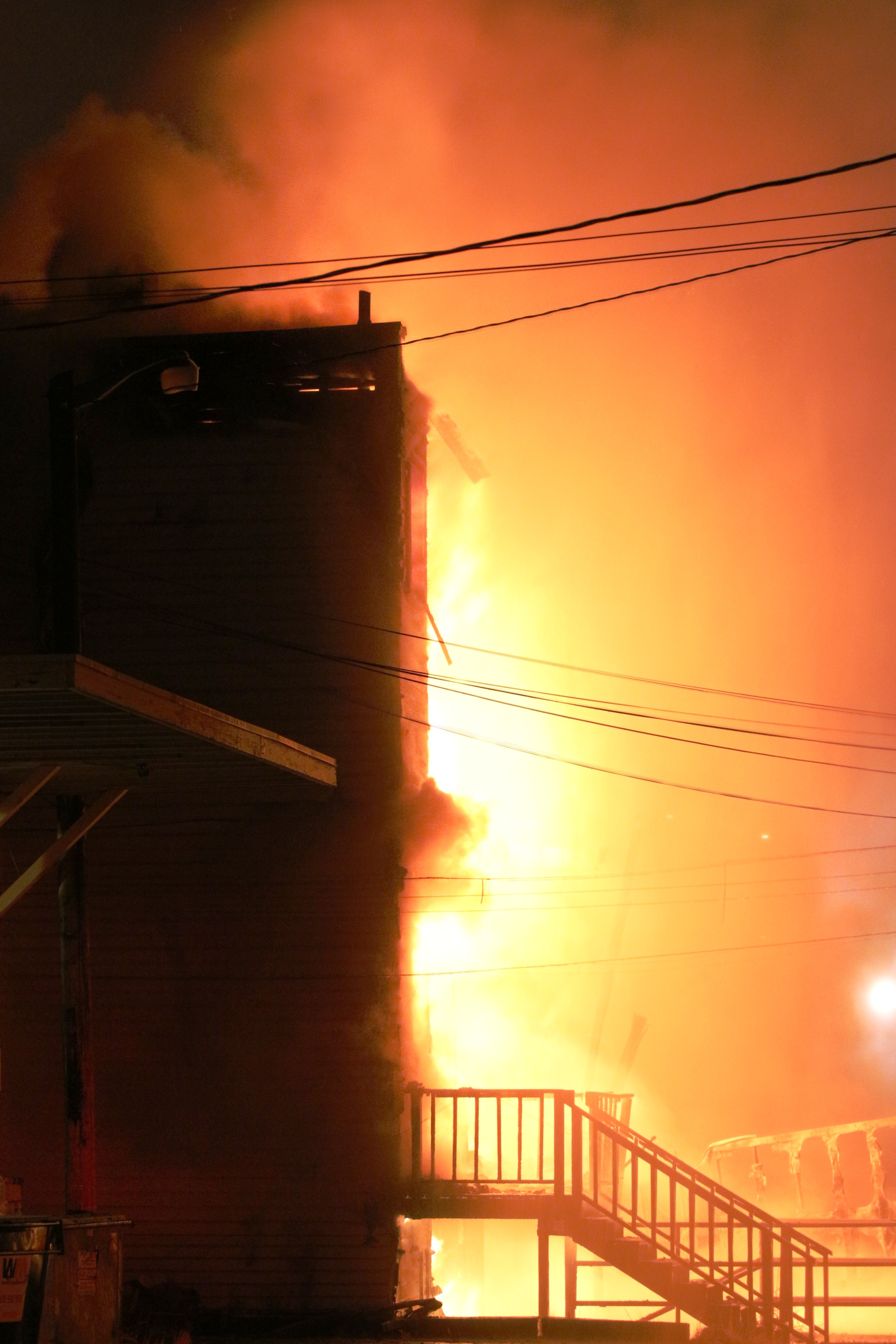 Everett fice Furniture Building Destroyed In 3 Alarm Fire