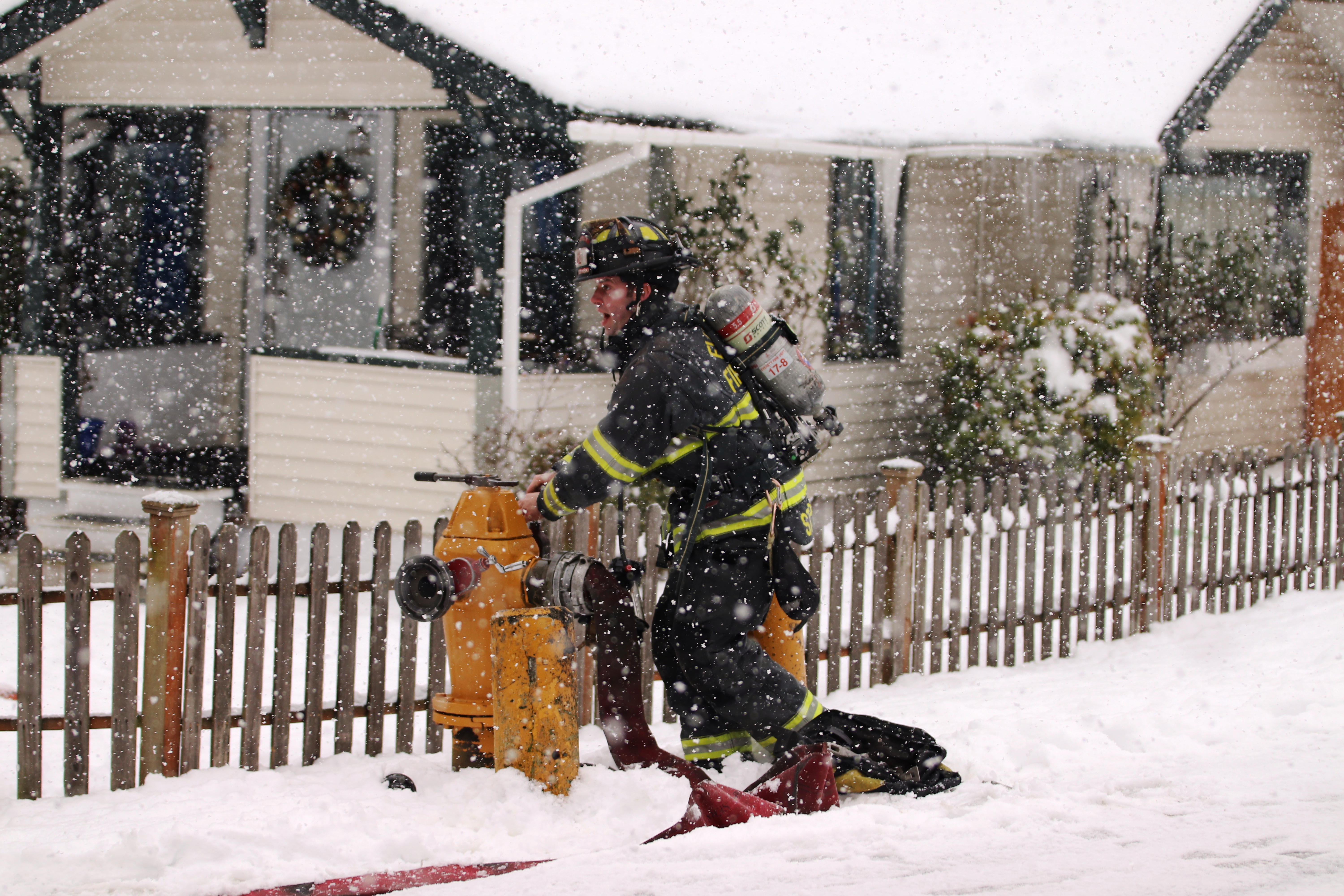 In Spite Of Snow And Ice Everett Firefighters Get Fast